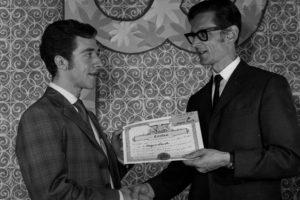 Jacques Lacoste en 1967 qui reçoit son diplôme. (50 ans de métier. 15 Juin 1967 au 15 Juin 2017)