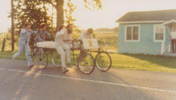 Course de lit en août 1980 sur le chemin Rive-Sud